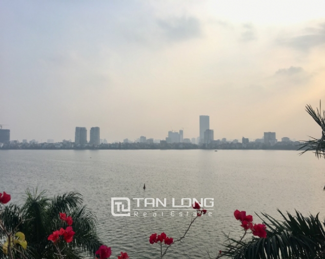 A house on Dang Thai Mai road street with lake view for rent! 10