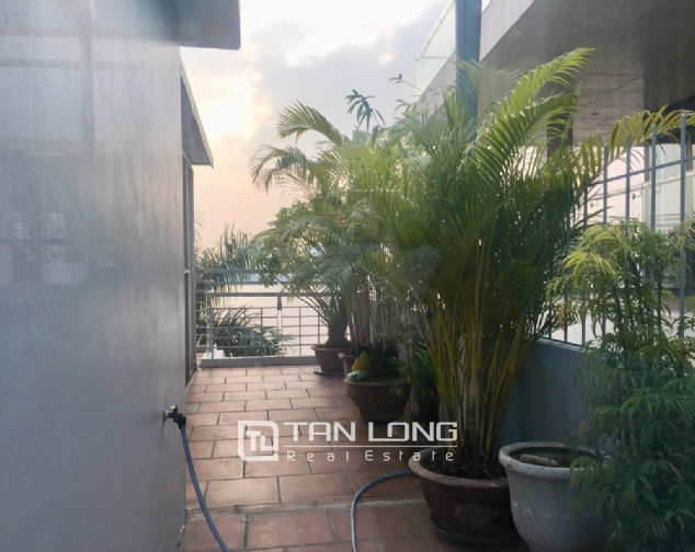 A house on Dang Thai Mai road street with lake view for rent! 8