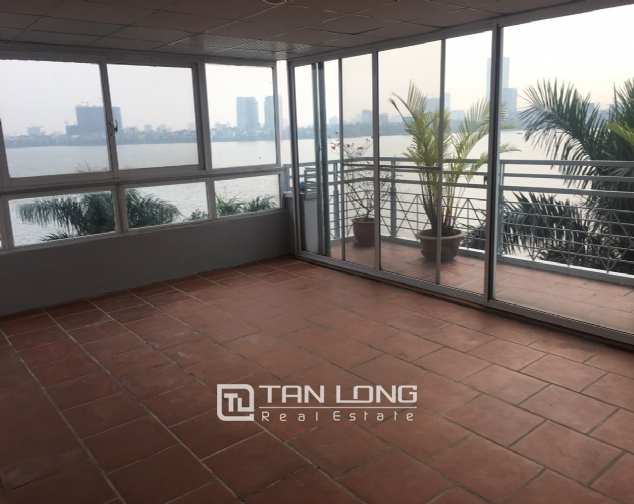 A house on Dang Thai Mai road street with lake view for rent! 9
