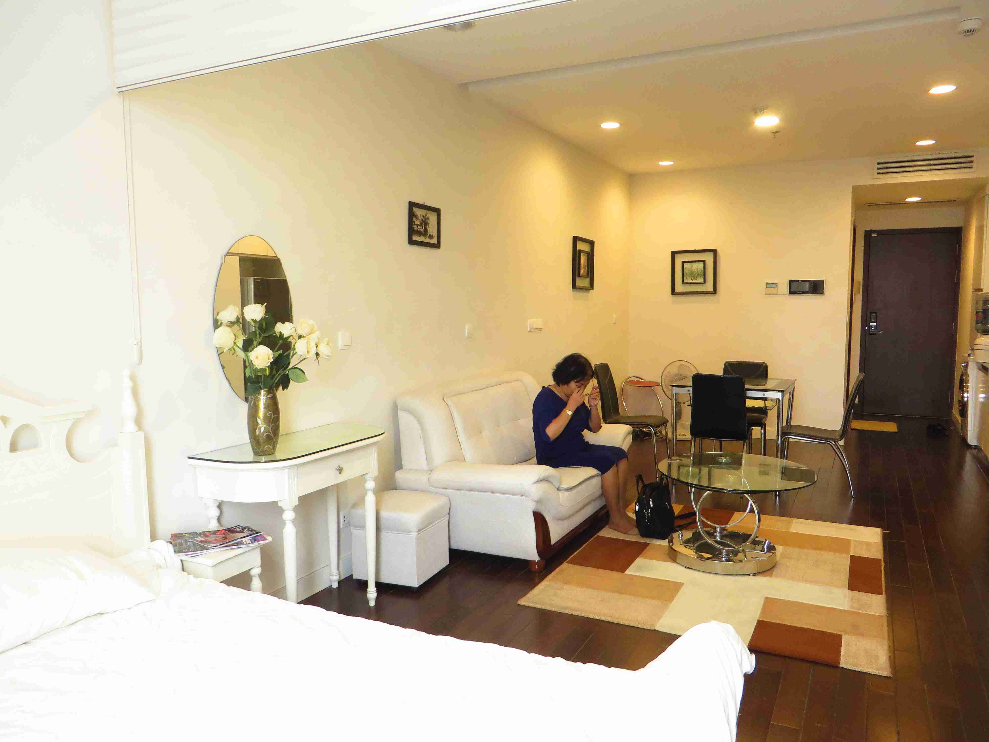 A nice 1 bedroom apartment for rent in Lancaster Tower, Nui Truc str, Ba Dinh dist
