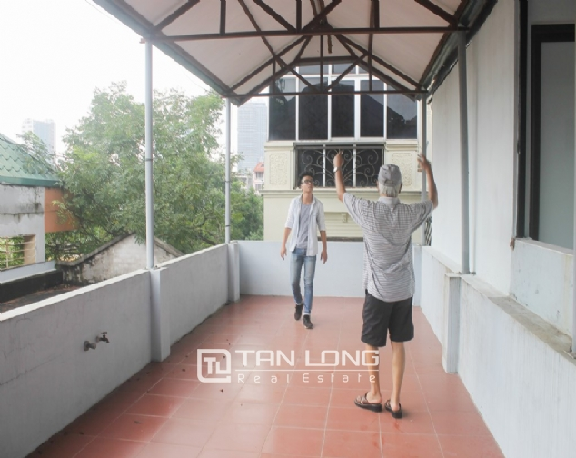 A nice 4 bedroom house for rent in Dao Tan str., Ba Dinh dist. 10