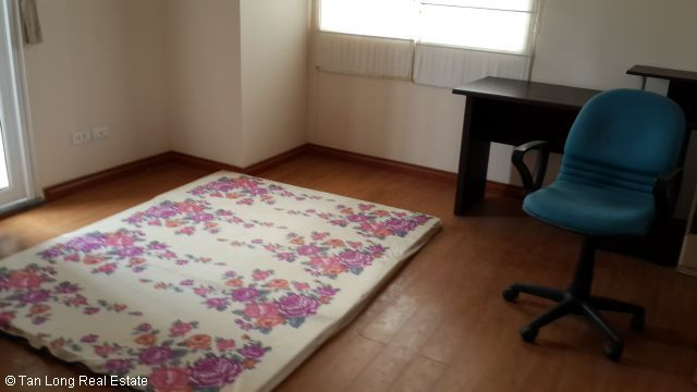 A nice cheap apartment availble for rent in Packexim Apartment,Tay Ho District, Ha Noi. 5