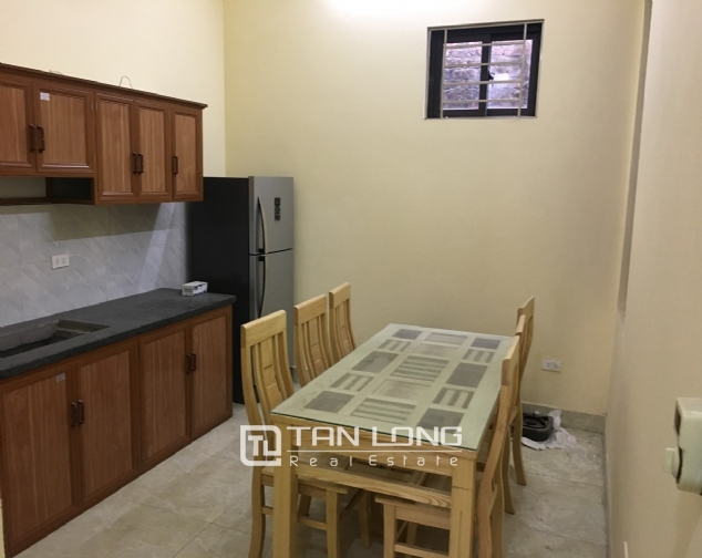 A small house with 4 bedrooms for rent on Au Co street, Tay Ho district! 4