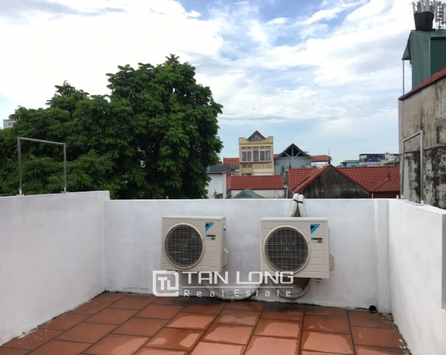 A small house with 4 bedrooms for rent on Au Co street, Tay Ho district! 1