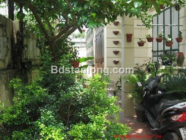 A three-storey house in large alley in Nghi Tam street, Tay Ho district, Hanoi for rent 1
