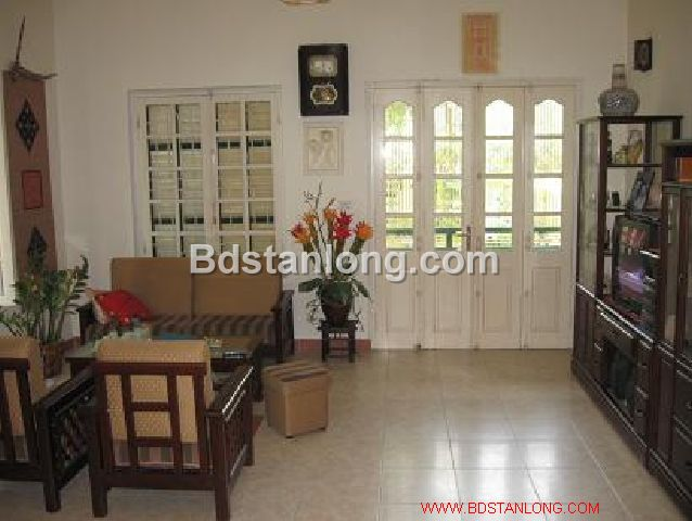 A three-storey house in large alley in Nghi Tam street, Tay Ho district, Hanoi for rent 4