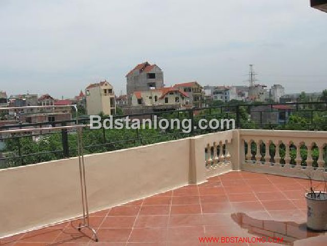 A three-storey house in large alley in Nghi Tam street, Tay Ho district, Hanoi for rent 8