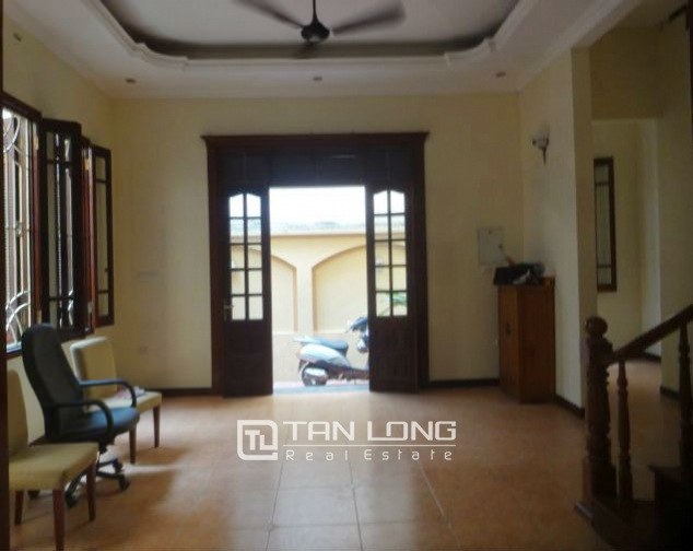A three-storey house in Tay Ho street, Tay Ho district for rent 5