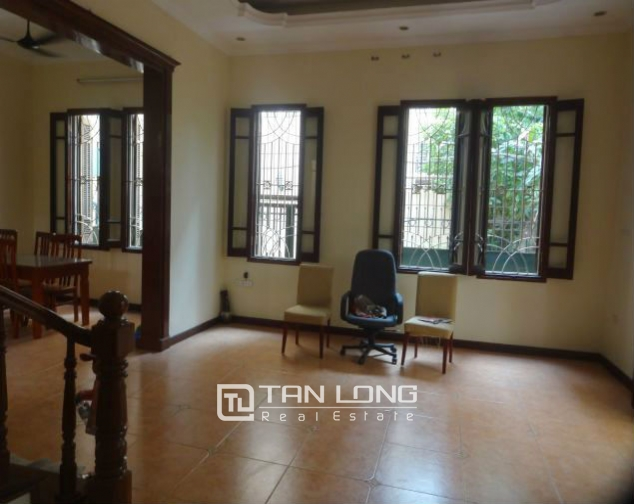 A three-storey house in Tay Ho street, Tay Ho district for rent 7