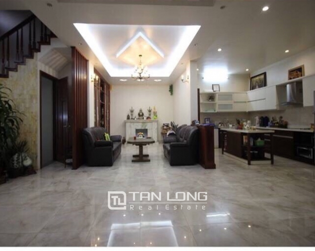 A villa for rent on Peach Garden, Tay Ho district! 3