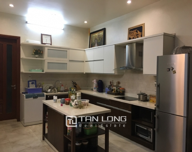 A villa for rent on Peach Garden, Tay Ho district! 4