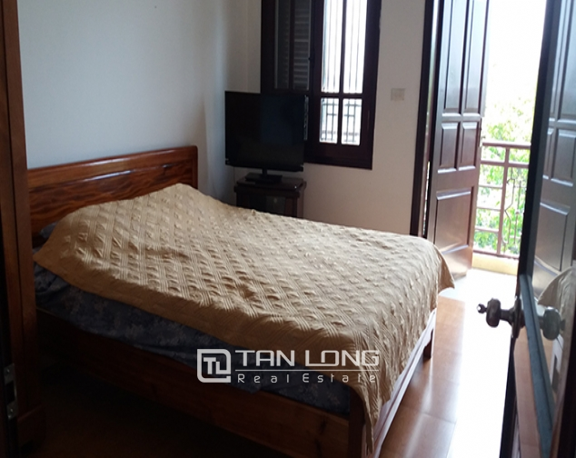 Airy 2 bedroom serviced apartment with park view for rent in Van Ho 2, Hai Ba Trung district 3