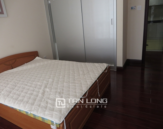 Airy apartment with 2 beds/ 2 baths for rent in R2, Vinhomes Royal City, Thanh Xuan 8