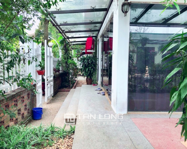 An Europe style house which is closed to nature on An Duong street, for rent! 6