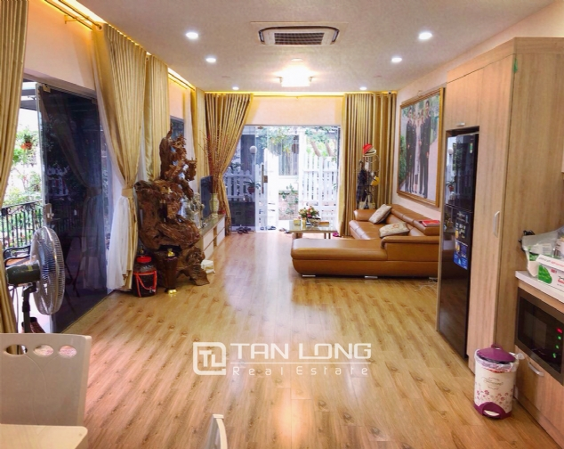 An Europe style house which is closed to nature on An Duong street, for rent! 9