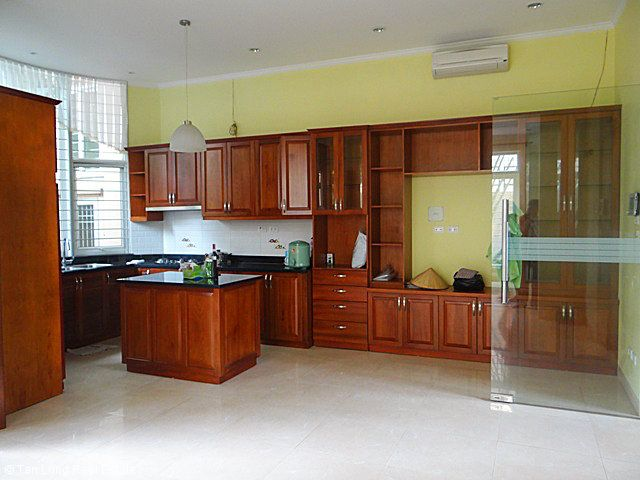 An outstanding 5 bedroom villa for rent in Nguyen Khanh Toan street, Cau Giay. 9
