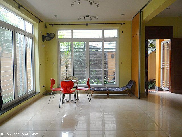 An outstanding 5 bedroom villa for rent in Nguyen Khanh Toan street, Cau Giay. 1