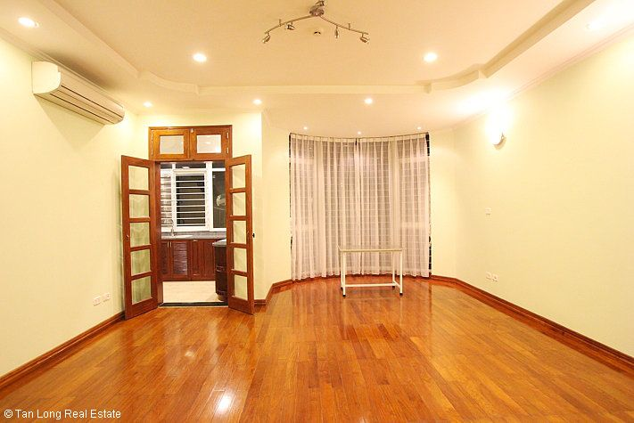 An outstanding 5 bedroom villa for rent in Nguyen Khanh Toan street, Cau Giay. 7