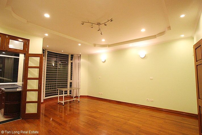An outstanding 5 bedroom villa for rent in Nguyen Khanh Toan street, Cau Giay. 10