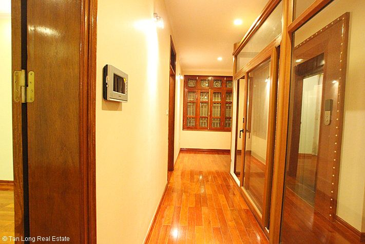 An outstanding 5 bedroom villa for rent in Nguyen Khanh Toan street, Cau Giay. 8