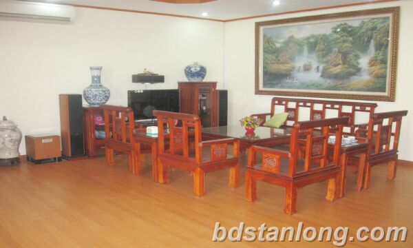 Apartment for rent at N05 Tran Duy Hung, Cau Giay district, Hanoi.