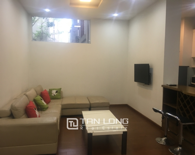 Apartment suitable for single peoplein in Dang Thai Mai street, Tay Ho district, Hanoi for rent 2