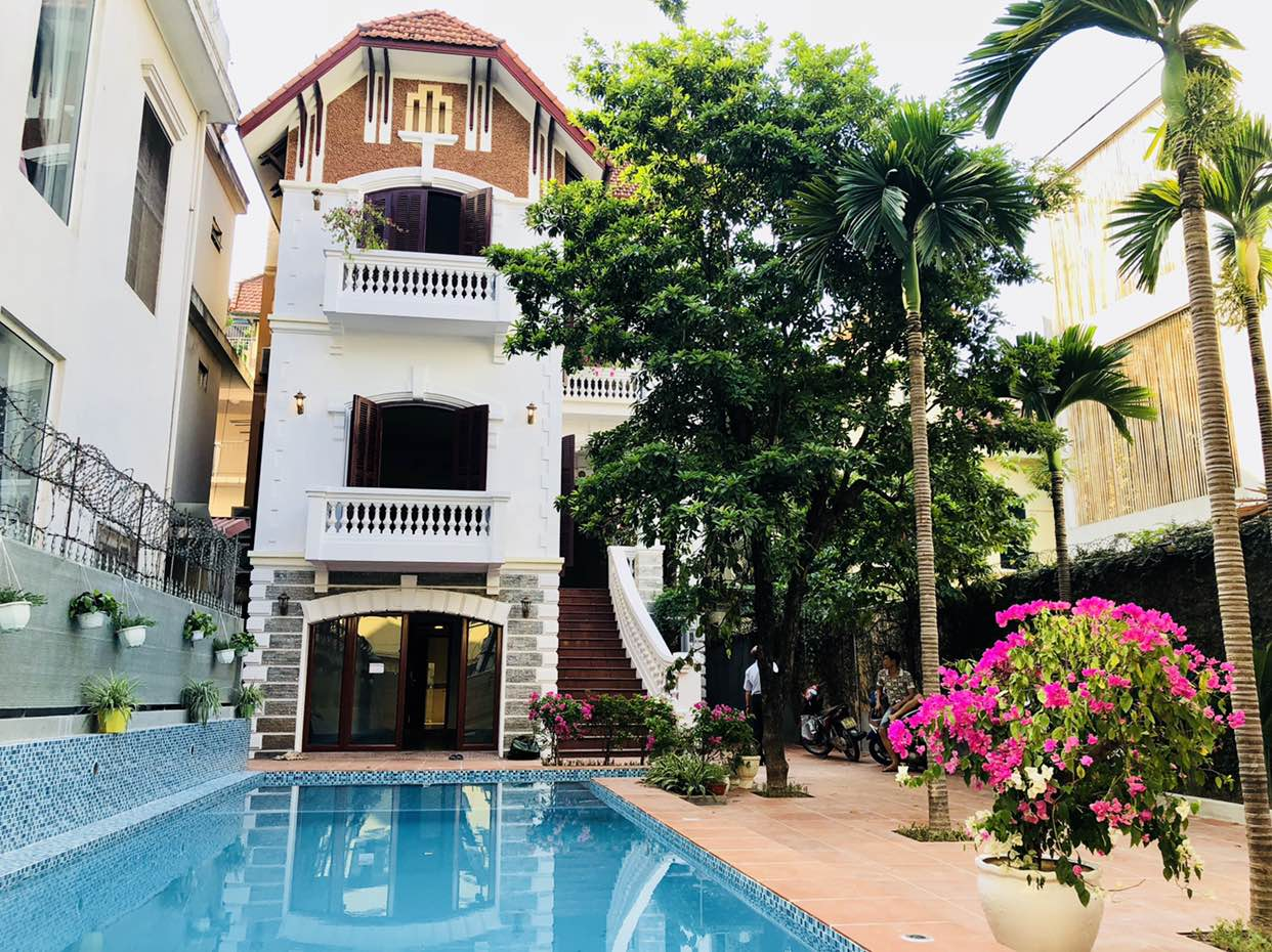 Awsome house with big swimming pool for rent in To Ngoc Van street!