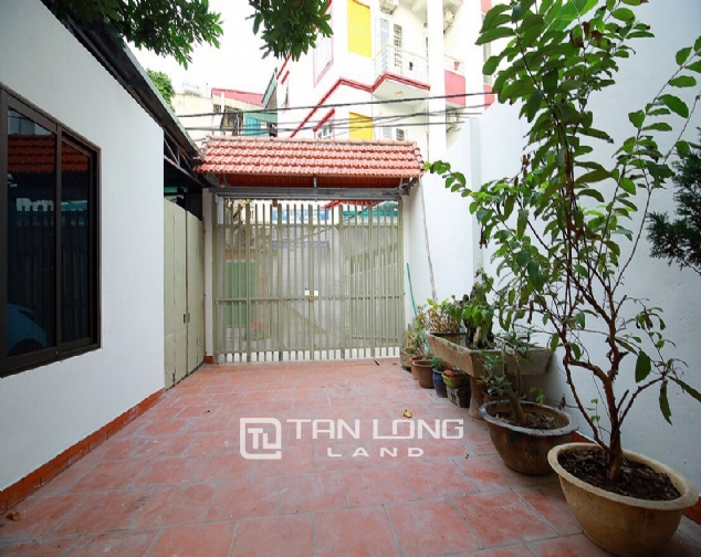 Beautiful 4-bedroom house for rent in 124 Au Co Str, Tay Ho Distr 1