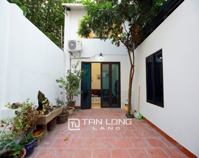 Beautiful 4-bedroom house for rent in 124 Au Co Str, Tay Ho Distr 2