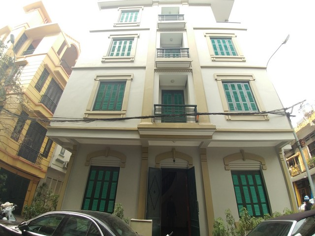 Beautiful 4-storey house for rent in Tran Quy Cap street