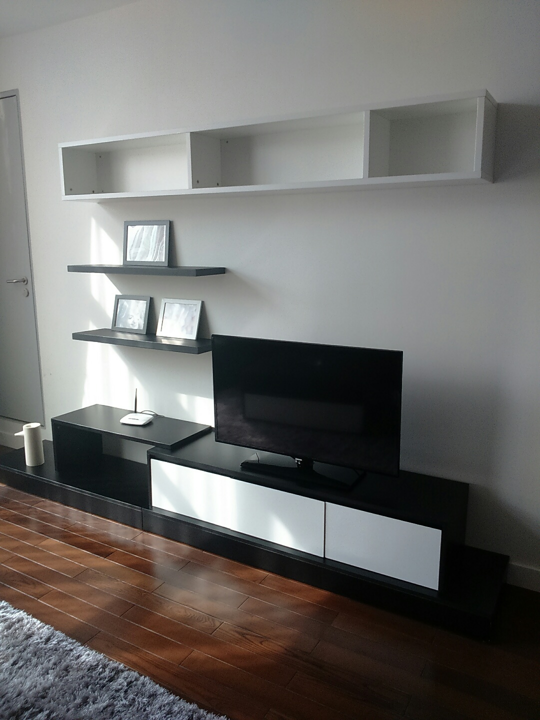 Beautiful apartment for rent in Nui Truc Street, Ba Dinh District, Hanoi.