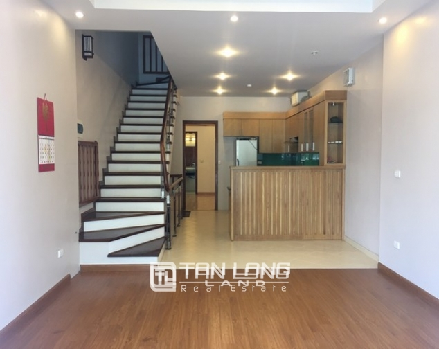 Beautiful house for rent in Tu Hoa street, Tay Ho dist 3