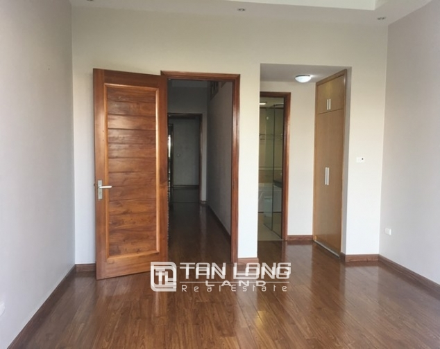 Beautiful house for rent in Tu Hoa street, Tay Ho dist 9