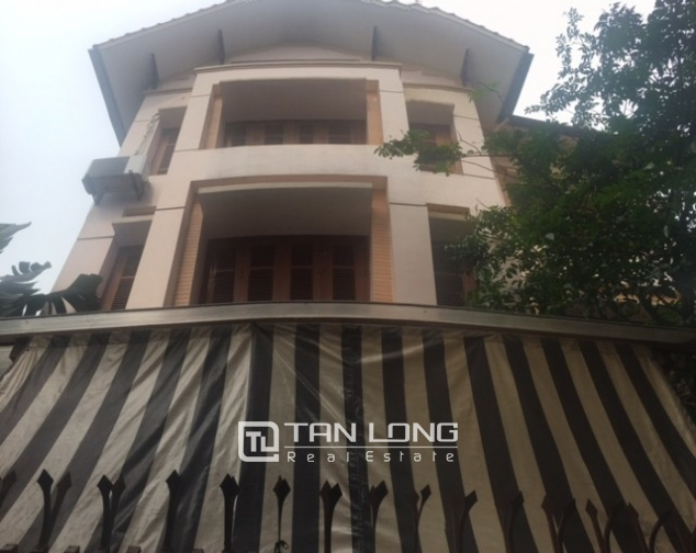 Beautiful house in Yen Phu street, Tay Ho district, Hanoi for rent 1