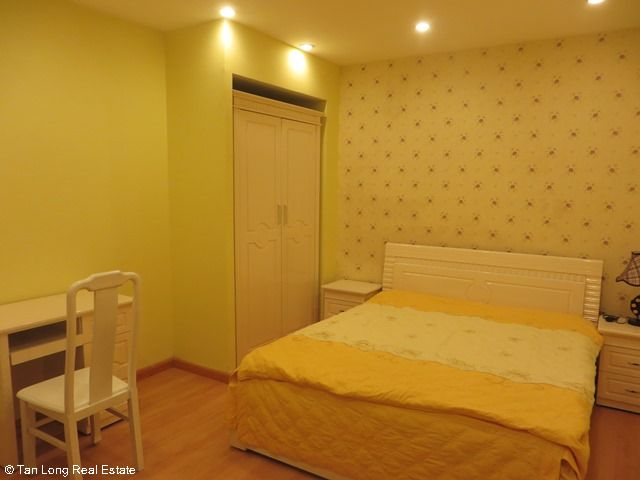 Beautiful serviced apartment for rent in Ngoc Lam street, Long Bien district 6