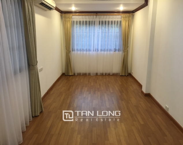 Beautiful villa in Tay Ho street, Tay Ho district, Hanoi for rent 3