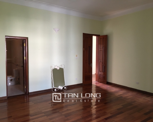 Beautiful villa with garden and swimming pool in Tay Ho district! 4