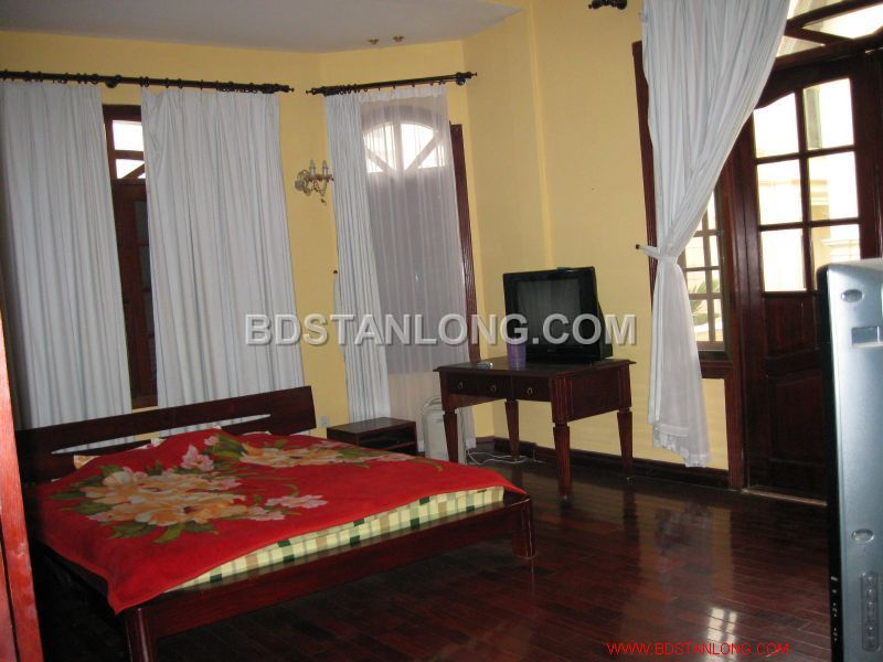 Big villa with 05 bedrooms in Tay Ho street is available now 5