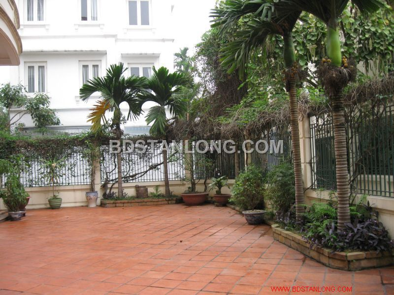 Big villa with 05 bedrooms in Tay Ho street is available now 9