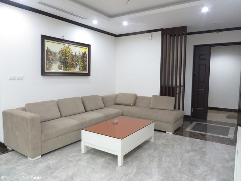 Brand-new apartment to rent on high-rise building in Ba Dinh district. 2