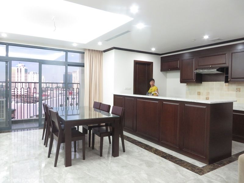 Brand-new apartment to rent on high-rise building in Ba Dinh district. 3