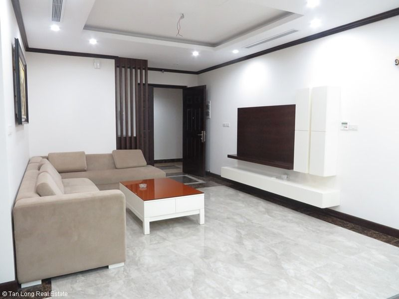 Brand-new apartment to rent on high-rise building in Ba Dinh district. 7