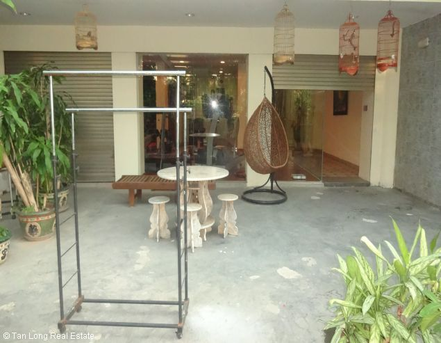 Brandnew lakeview three bedroom service apartment in Xuan Dieu street Hanoi for rent 1