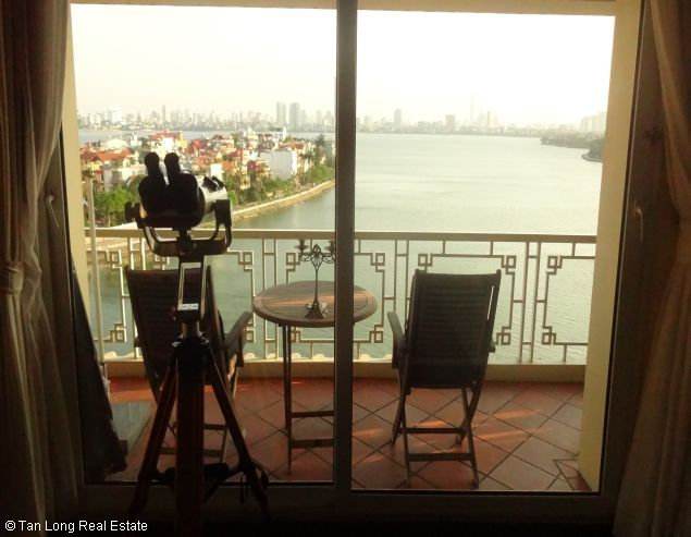 Brandnew lakeview three bedroom service apartment in Xuan Dieu street Hanoi for rent 8