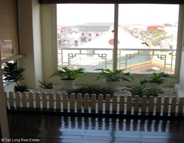 Brandnew lakeview three bedroom service apartment in Xuan Dieu street Hanoi for rent 6