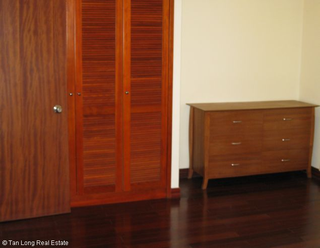 Brandnew lakeview three bedroom service apartment in Xuan Dieu street Hanoi for rent 9