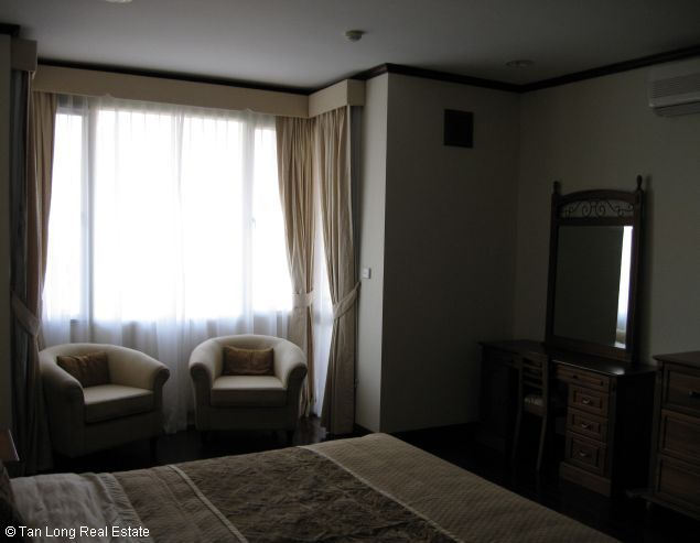 Brandnew lakeview three bedroom service apartment in Xuan Dieu street Hanoi for rent 2