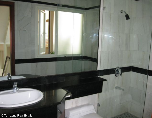 Brandnew lakeview three bedroom service apartment in Xuan Dieu street Hanoi for rent 4