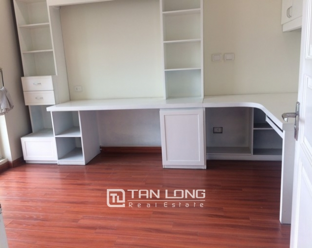 Bright and spacious 4 bedroom apartment for rent in P2 Ciputra 6
