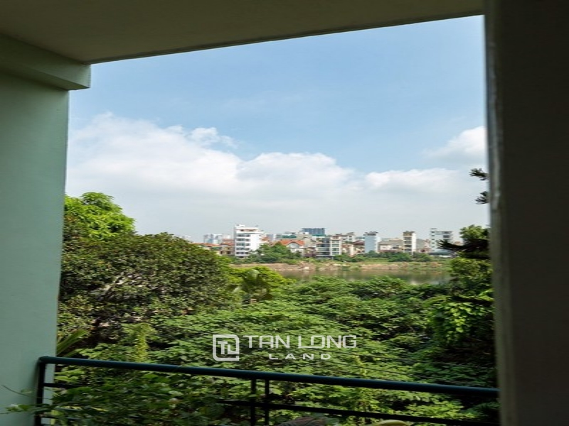 Bright apartment for rent in Au Co street, Tay ho district 3